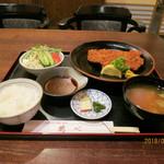 鶴べ別館 - 豚かつ定食       ¥1200