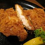 鶴べ別館 - 粗めの衣とお肉の断面