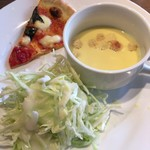 83678403 - セットのサラダ、ピッツァ、スープ