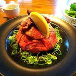 Cave - ローストビーフと牛タンの贅沢丼