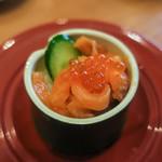 無添 くら寿司 - 料理写真:竹姫寿司「サーモン親子」(100円+税)。