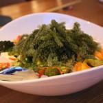 南国バル Hai-Sai - 島豆腐と海ぶどうのさっぱり海藻サラダ 900円