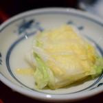 目黒魚金 - 【海鮮バラちらし御膳@1,580円+税】白菜の浅漬け