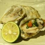 83689307 - 長崎のクリーミーな牡蠣を生で