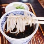 三瀬そば - ツユは思ったより甘味も抑えられて鰹出汁が良い感じ!