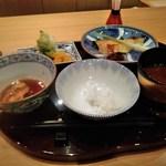 一直 - 鯛西京漬け定食左は豚角煮