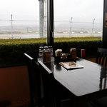 レストラン 至誠 やくも - 滑走路が間近にみれます