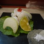 釜匠 - 徳島のはもです 皮だけを炙って お塩で・・・