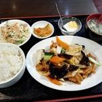 83701402 - 揚げ豚肉と白菜炒め定食780円