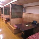 焼肉専門店 義城苑 - 2階テーブル席