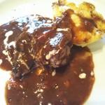プリマヴェーラ - 牛頬肉の赤ワイン煮込み