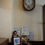 プクプク亭 - 店内、千原ジュニアのサイン
