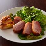 温かいパンと飲み物 デトゥール - 合鴨スモーク