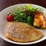 温かいパンと飲み物 デトゥール - 白身魚のムニエル
