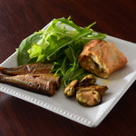 温かいパンと飲み物 デトゥール - ムール貝とオイルサーディンスモーク