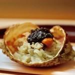 83719027 - 青森県の春の旬トゲクリカニの飯蒸し キャビアのせ 餅米