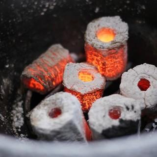 兵庫県産備長炭と鳥取県産備長炭の2種類を使用