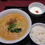 謝朋殿 - 担担麺