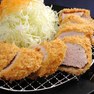 豚肉は宮崎県の契約農家より。霧島高原育ちのSPF豚。