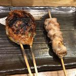 鶏炭 - 料理写真:つくねと、一口食べたせせり