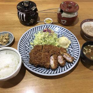 キッチン美味小家 - 料理写真:厚切りロースかつ定食