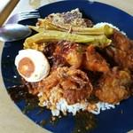 83733204 - ナシカンダーRM17.60(フライドチキンや小イカのカレー、salted egg、野菜入りオムレツや巨大オクラ、ご飯とビリヤニのハーフ)