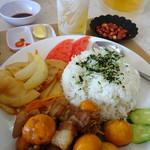 フォーサイゴン - 豚角煮の肉豆腐ではないかな(^^;)+野菜炒め+ご飯
