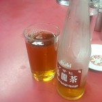 永楽 そば店 - アサヒのウーロン茶は油に弱い方には必須アイテム