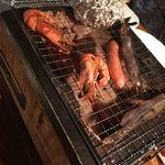 北海道ダイニング 炭火屋 - 炭火焼盛り合わせ(焼いてます)