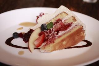THE GLOBE Cafe - ケーキセットのイチゴのショートケーキ