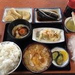 Kadoya - いわし煮、たけのこ煮、月見とろろ、白菜浅漬け、豚汁、ごはん