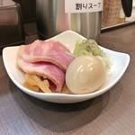 麺屋りゅう - おつまみ皿(葱・メンマ・チャーシュー・味玉)
