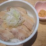 和だしらぁめん うめきち - やわらか煮豚めし♪一緒にお出しする味噌山わさびを肉に付けながら食べると・・・!?!?!!!