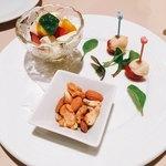 PAPA KARA - 前菜盛り合わせ 3種盛り @880円 ナッツの燻製・モッツァレラチーズの味噌漬け・トマトのカプレーゼ