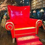 83748516 - 【2018年01月】店内。この椅子は『ビッグレッドチェア』と言って、座ると『財運』に恵まれ、お金持ちになるとか(๑˃̵ᴗ˂̵)