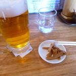 麺や 宝龍 - ビールにはシナチクのお通しが!!
