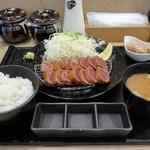 厚切り牛かつ専門店 神戸 牛かつ亭 - アンガス牛の厚切りレア牛かつ膳(中)