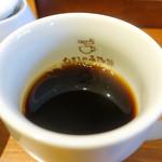 むさしの森珈琲 - ブレンドコーヒー432円、少し飲むとロゴが現れる