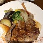 BREAD&DISHES MUGINOKI - MUGINOKIプレート日替り、ポークステーキ黒酢生姜オニオンソース@1580