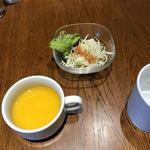 BREAD&DISHES MUGINOKI - パンプキンスープとサラダ