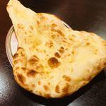 ネパール・インド料理 ゴルカ - プレーンナン。長い。
