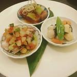 83757972 - 福幸ランチの前菜   ホタテ、タコなどの和え物