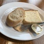 COLK  - ランチコースから…(自家製フォカッチャと 笠間市「森の石窯パン屋さん」のバケット)