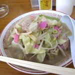 中国飯店 - ラーメン鉢に入ったチャンポン。550円です。福岡の中華食堂のちゃんぽんでは王道的な味でしょう。