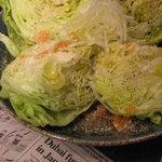 いなせ - 料理写真:大好評の夏季限定丸ごとレタスサラダ!