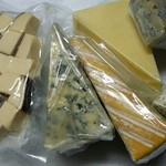 83762946 - 購入したチーズ