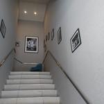 ル・グリル ドミニク・ブシェ カナザワ - 2階へ階段で上ります