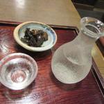 83767666 - 冷酒(四季桜)・「椎茸と昆布の煮物」