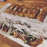 神戸餃子 樂 - 焼豚と餃子