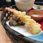自然薯とろろ御膳 華花 - 自然薯づくし 華花御膳(むかごと海老の天ぷら)